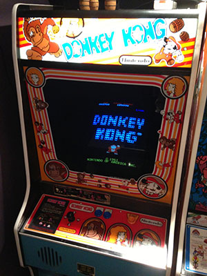 Аркадный игровой автомат с игрой Donkey Kong